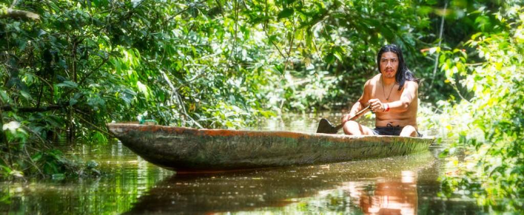 Amazonie pirogue indien