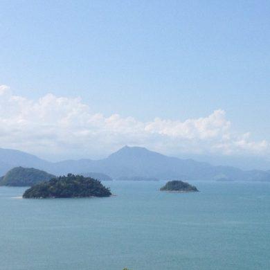 îles dans la baie vers Ilha Grande