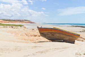 Nordeste barque devant la plage de Canoa Quebrada