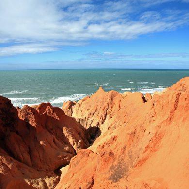 Nordeste le rouge des falaises et la mer