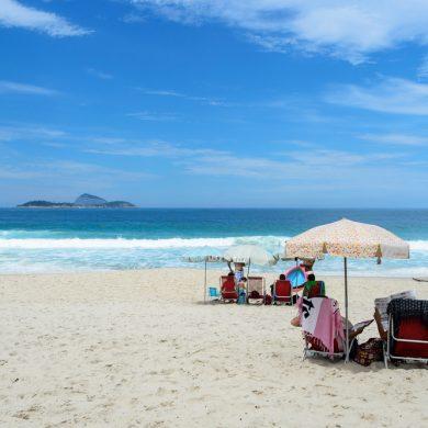 Rio de Janeiro parasols plage de Barra